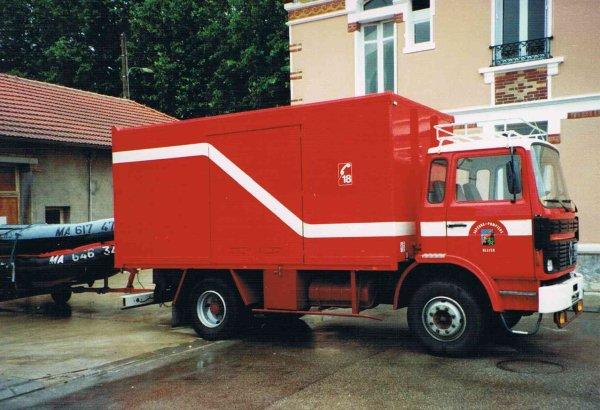Ancien Camion Logistique Renfort  du CSP Montluçon .