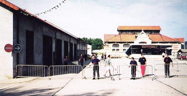 Préparatif pour le bal du 13 Juillet 1997 au CSP Montluçon .