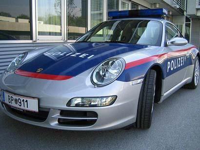 j ai pas reussi a avoir la porsche de police en allemagne, mais voici un exemplaire de la bundesch polizei de salzbourg !