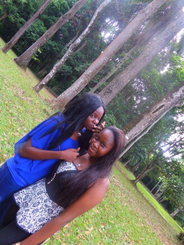 une meilleure amie c une soeur que la vie à oublié de nous donner, amies par hasard , soeurs par choix....je taime ma meilleure