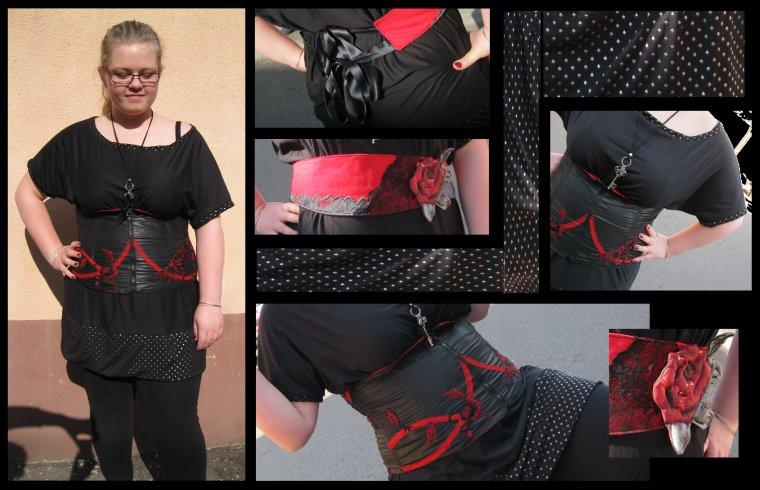 T-S avec tissu en maille capitonner et corset rouge et noir ... ainsi qu'une ceinture rouge et noir avec dentelle noir et grise et sa rose .