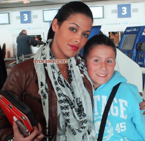 » Les news d'Ayem • Ayem chez VirginRadio - Ayem avec un fan à l'aeroport