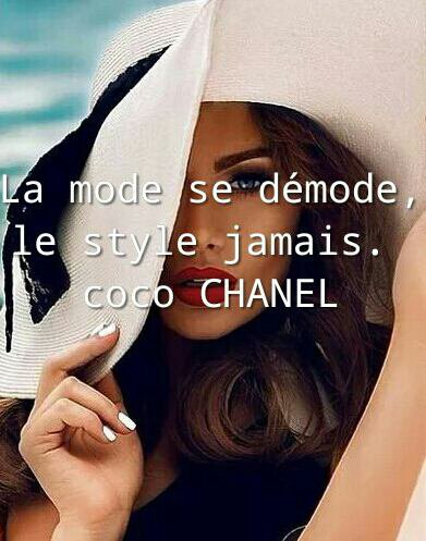 C'est le style qui définit l'élégance d'une femme. -Yves Saint Laurent
