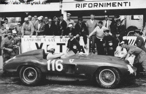 Robert Manzon, ce nom ne vous dit surment rien et je vous comprend! Ce pilote est français et le dernier à avoir rouler en 1950 lors de l'année de lancement du championnat du monde de f1.Né le 12 avril 1917, il est désormais âgé de 92 ans. Monté à deux reprises sur le podium dans sa carrière, il a notamment terminé 6e du championnat 1952 avec 9 points (à un point du 4e). En ce qui concerne la saison 1950, il avait participé à trois GP : abandons à Monaco et Monza, mais belle 4e place à Reims. Il a roulé avec des grands noms comme Fangio ou Farina...