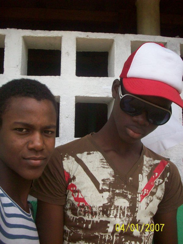 .............L3OOO tiTre c4est Just me And my Freind Levisone
