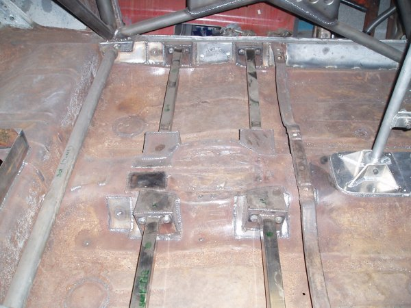 Toujours dans les ateliers de B.L Développement, les support de siège F2000 + les plaques pour les futurs oeillets