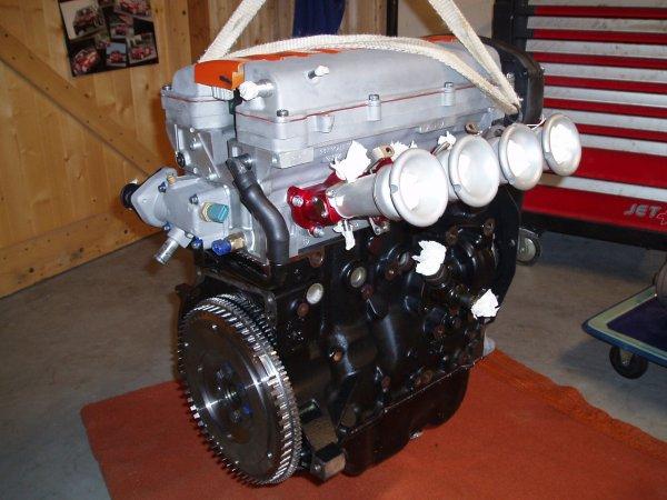voila le moteur un 1598cc 16s de 106 s16 pr par par rapido motorsport merci john et johan. Black Bedroom Furniture Sets. Home Design Ideas