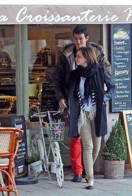 Emma a été vue ce week-end à Oxford en compagnie de son supposé petit-ami.
