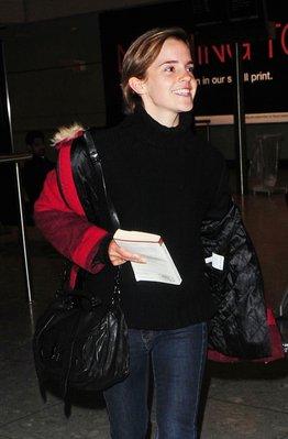 Emma Watson à l'aérport d'Heathrow (Londres)