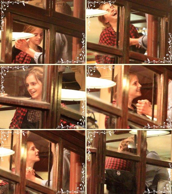 Nouvelles photos d'Emma Watson vue ce 20 Février au Cafe Pacifico avec... un ami ?