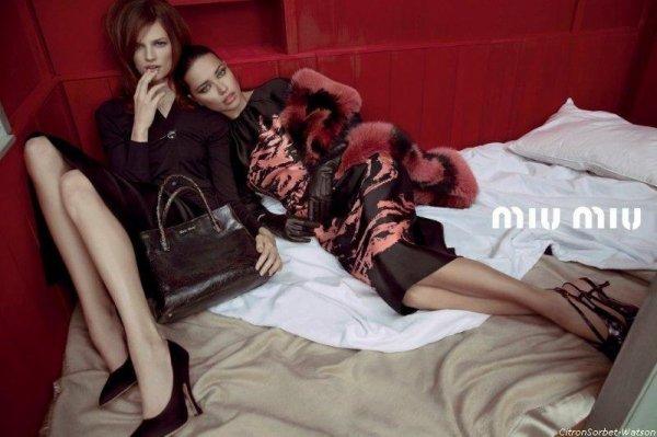 Adriana Lima en plein photoshoot pour la marque Miu Miu collection Spring/Summer 2013