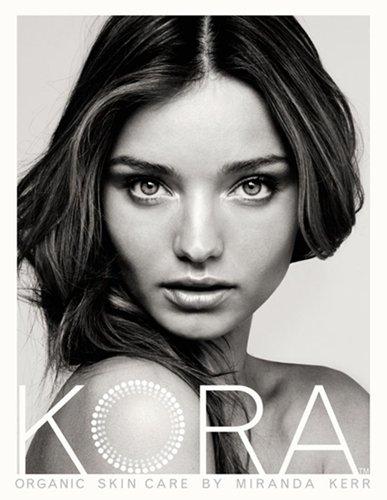 Korea la nouvelle marque de cosmétiques de Miranda Kerr +les top vous souhaitent de bonnes vacances.
