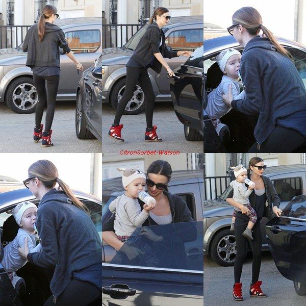 Le 12.01.13 : Miranda Kerr a été vue allant à la Gym avec son fils Flynn à Beverly Hills...