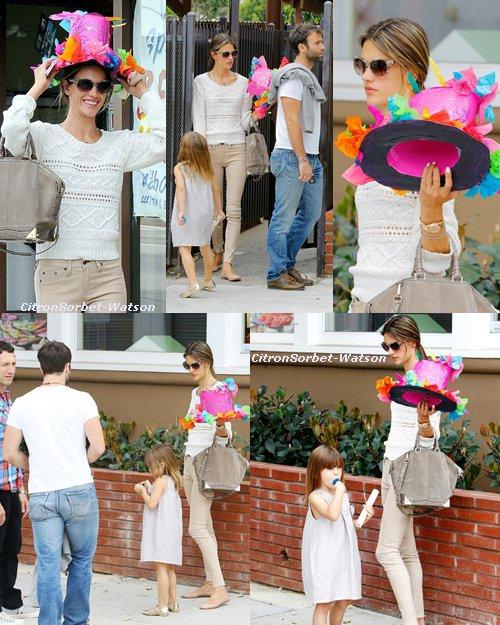 15.06.13 : Alessandra et son mari Jamie Mazur étaient à l'école de leur fille Anja pour la fête de fin d'année...