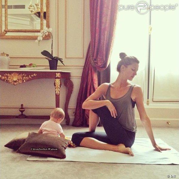 Le 20.06.13 : Gisèle a posté une photo d'elle et de sa fille Vivian 6 mois en pleine séance de Yoga...
