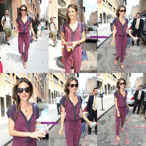 Le 28.06.13 : Alessandra a été vue sortant d'un bureau à New-York...