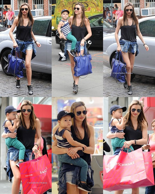 Le 28.07.13 : Miranda a fait du shopping en compagnie de son fils Flynn à New-York...