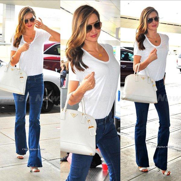 Le 01.08.13 : Miranda était à l'aéroport de New-York puis à son arrivée à l'aéroport de Los Angeles...