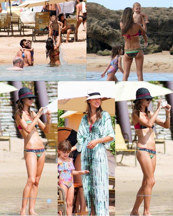 Le 02.08.13 : Alessandra passait un bon moment avec sa famille sur une plage au Brézil...