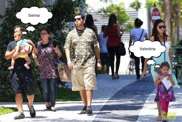 Le 13.08.13 : Adriana Lima accompagnée de sa famille et de ses deux filles sont sortit pour déjeuner...