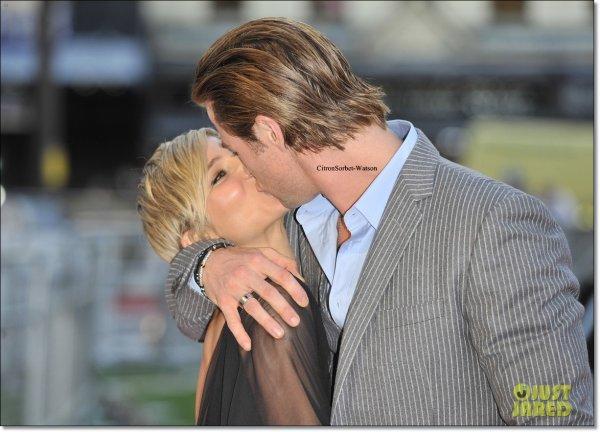 """Photo du jour : Le 02.09.13,Chris Hemsworth et sa femme Elsa Patky était à l'avant-première du film """"Rush""""..."""