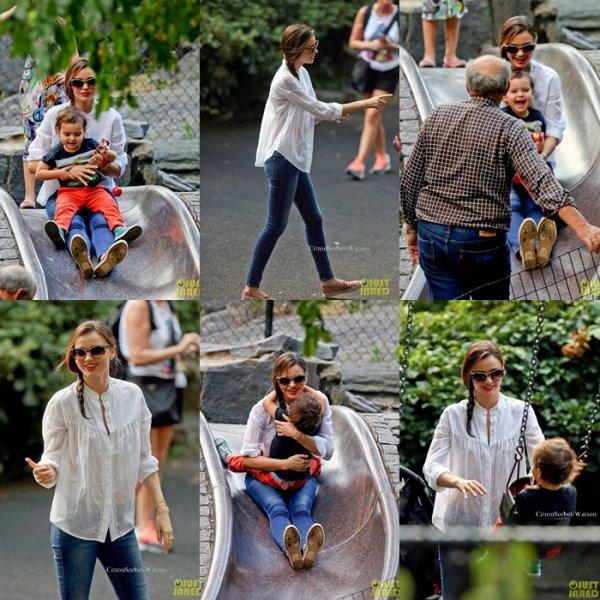 Le 12.09.13 : Miranda est allée à Central Park avec son fils Flynn,puis ils sont allés dinner avec la famille de Miranda...