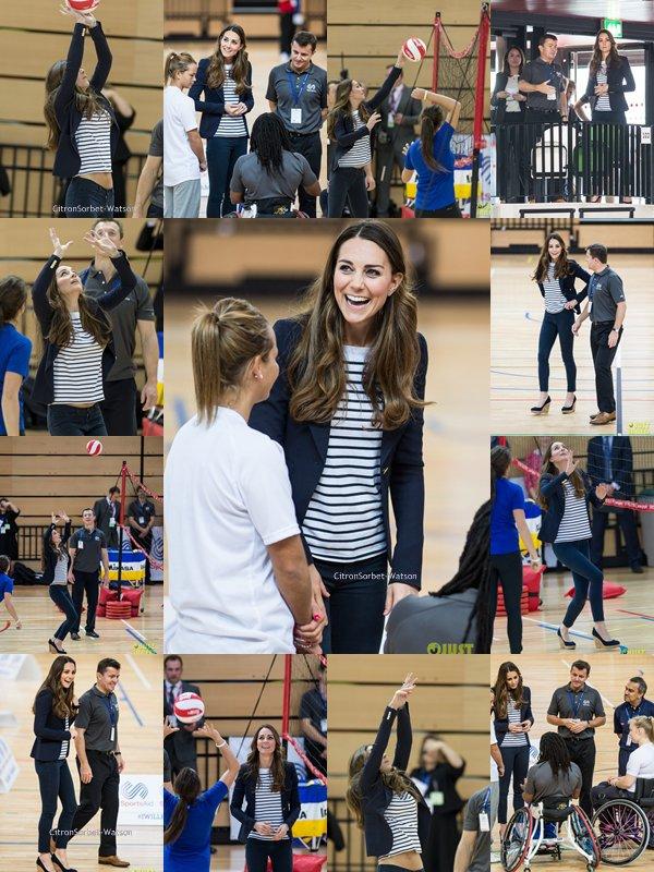 Le 18.10.13 : Kate s'est rendue dans un club de sport à Londres pour rencontrer des Athlètes...