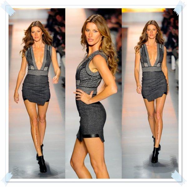 Le 31.10.13 : Gisele défilait pour la marque Colcci lors de la fashion week de Sao Paulo...