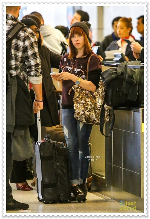 Le 20.11.13 : Carly a prit l'avion à l'aéroport LAX de Los Angeles en direction de Paris...