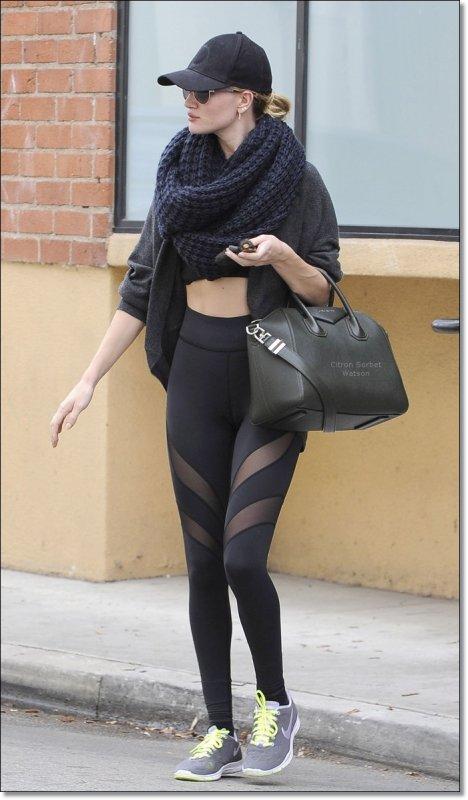 Le 22.11.13 : Rosie a été vue sortant de sa salle de sport à Studio City...