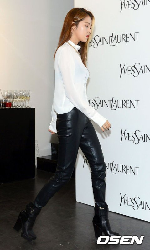 "Gayoon à la présentation privée de la collection ""Forever Youth Liberator"" d'Yves Saint Laurent"