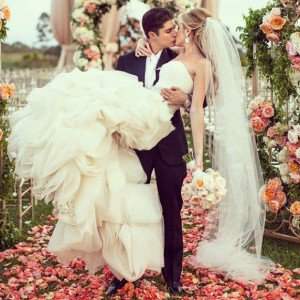 Choosing a Wedding Dress with Sleeves