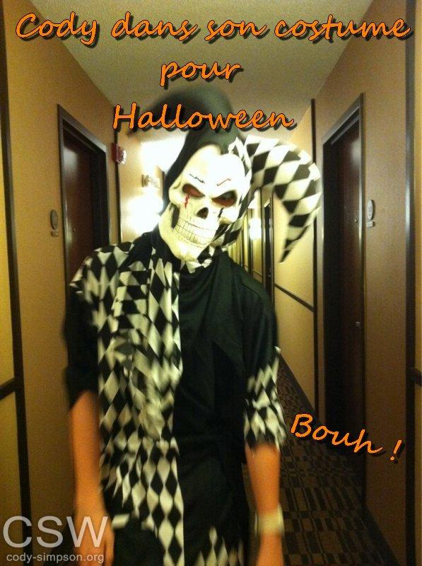 Cody est en nomination aux prix de cette année Capricho Magazine !  + Cody dans son costume d'Halloween