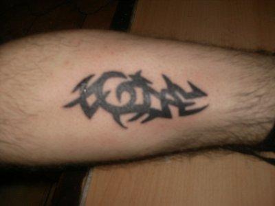 tattoo tribal sur mollet gauche