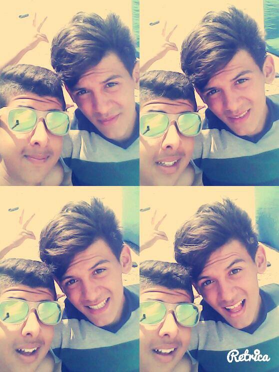 Mon cousin et ses lunettes :') :') XD