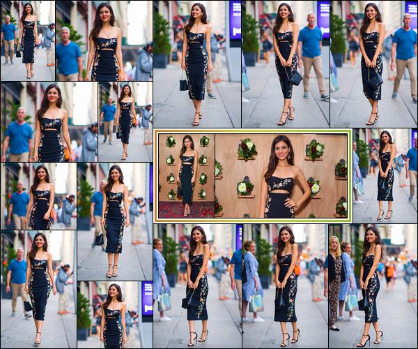 - -• 26/06/18-': Victoria Justice était à la fête du lancement de :« Shop Saks With Platinum »,situé à New-York. Un peu plus tôt, notre brunette a été aperçue alors qu'elle se rendait à cette petite fête. Pour son look, je lui accorde un gigantesque top. -