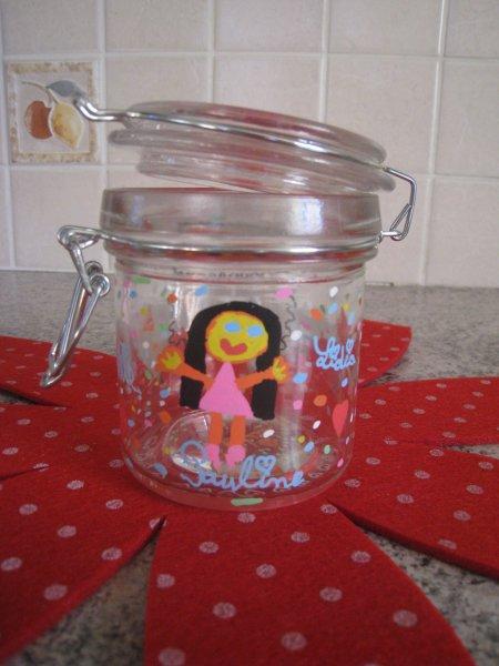 Lidia fait des création avec les petits bricolages de Posca