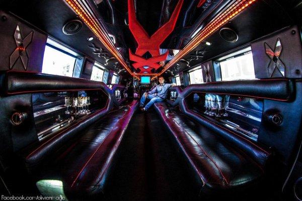 Interieur hummer h2 limousine pour location mariage a la for Interieur limousine