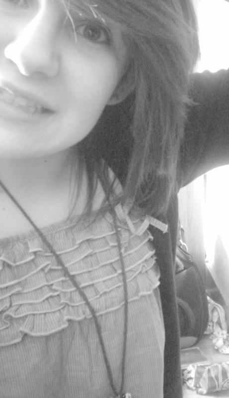 """""""  Le plus grand secret du bonheur, c'est d'être bien avec soi  """""""