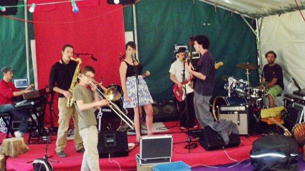 [28/05/11] Concert / Inauguration du Studio Rouge Micro à Ploërmel !  < Facebook | Youtube | Myspace | Twitter Fans | Noomiz | Forum >