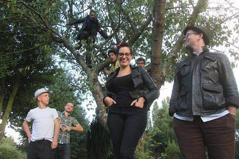 [21/09/12] Article Ouest France : « Après la Nouvelle Star, Leila a retrouvé ses Koalas » < Facebook | Youtube | Myspace | Twitter Fans | Noomiz | Forum >