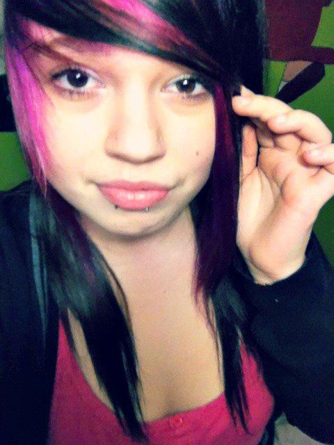 (:  Je m'ennuyais de mes cheveux emos Alors :) MEMORIES :)ღ