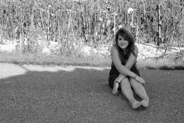 Des images me reviennent comme un souvenir tendre, une ancienne ritournelle autrefois en décembre. Je me souviens il me semble des jeux qu'on inventait ensemble, je retrouve dans un sourire la flamme de mes souvenirs | Loin du froid de décembre_Anastasia (8)