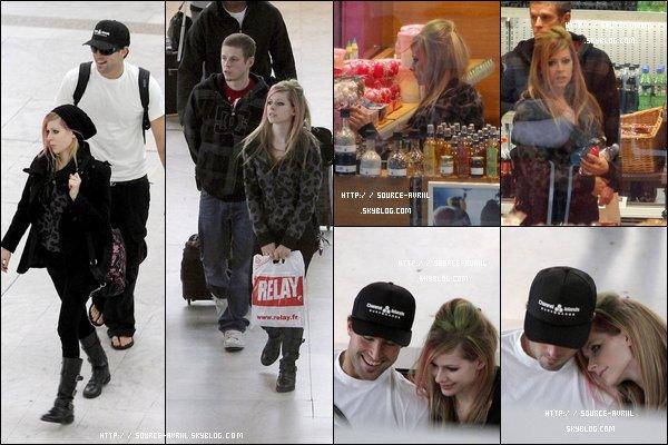 """Le 20.02.11 : Avril est a l'aéroport de Nice direction Hong Kong pour continuer la promotion de """"Goodbye Lullaby"""""""