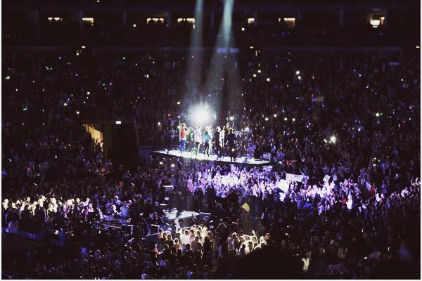 .  ___-___ FEV. 23 ___ LE TAKE ME HOME TOUR A COMMENCÉ ! Le premier concert a eu lieu à l'02 Arena, à Londres.  .