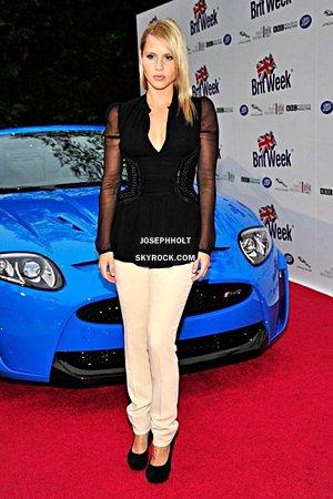"""___»  Claire Holt était hier au """"BritWeek Launch Party"""". On peut la voir poser près d'une belle voiture. Toujours aussi élégante cette femme, elle est vraiment belle dans cette tenue resplendissante."""