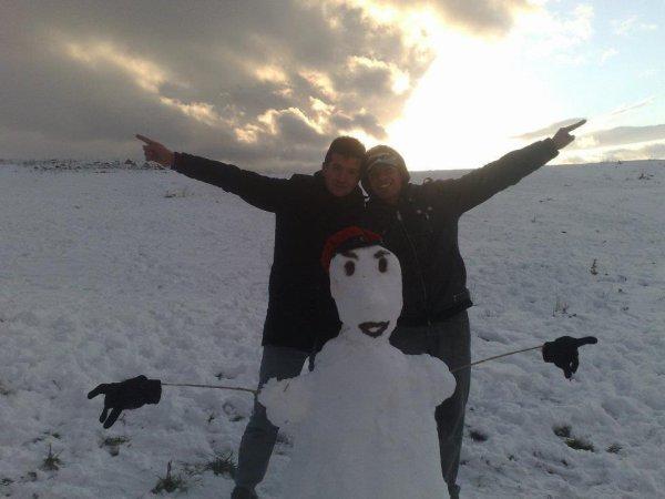 moi et mon frère adib c'été une tré belle journée de neige ^^