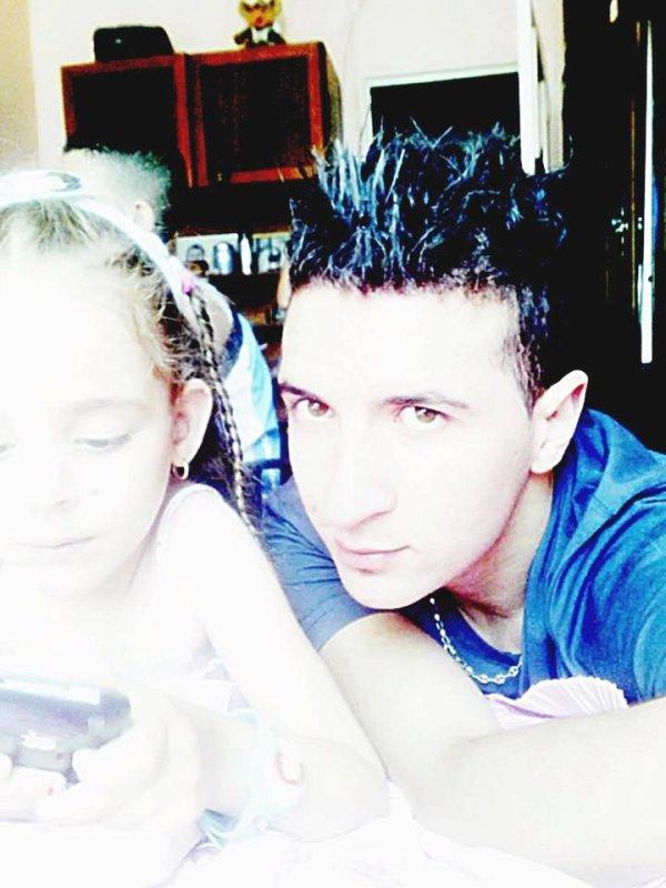 moi et ma tite cousine célia ^^
