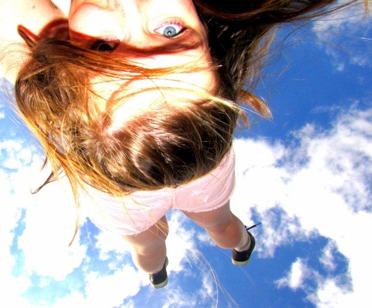 Parfois rien que de regarder le ciel bleu, nous remonte le moral.