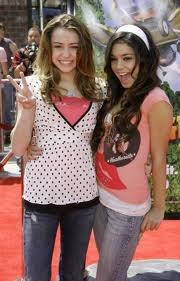 Vanessa Hudgens et Miley Cirus